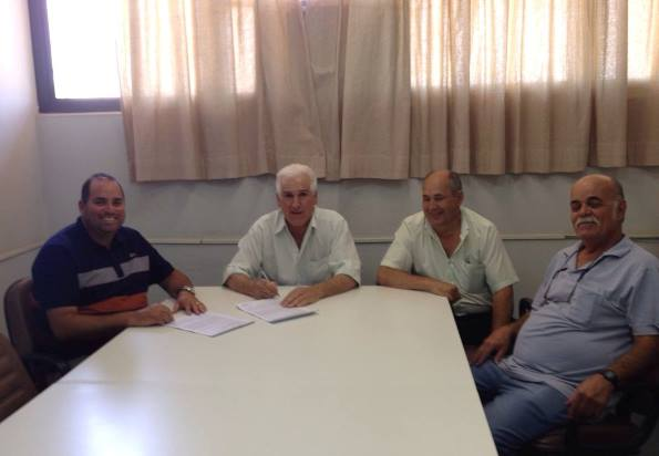 Rafard:Prefeito César Moreira assina contrato com empreiteira para  a construção de casas populares