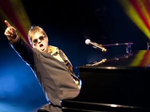 """""""Elton John Tribute"""", com Maestro Rogério Martins, se apresenta em Salto"""