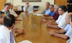 Prefeito de Piracicaba , Barjas Negri, secretário de Saúde, dr. Pedro Mello e prefeitos da região