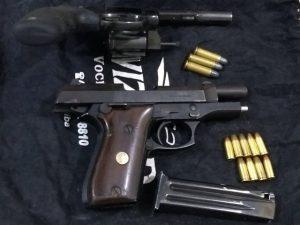 Armas encontradas pela Guarda, possivelmente utilizadas para o delito.
